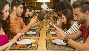 La paura di essere lontani dallo smartphone